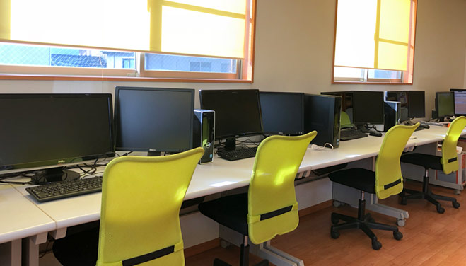 パソコン教室内